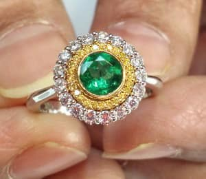 Leibish-Emerald-Halo-Ring