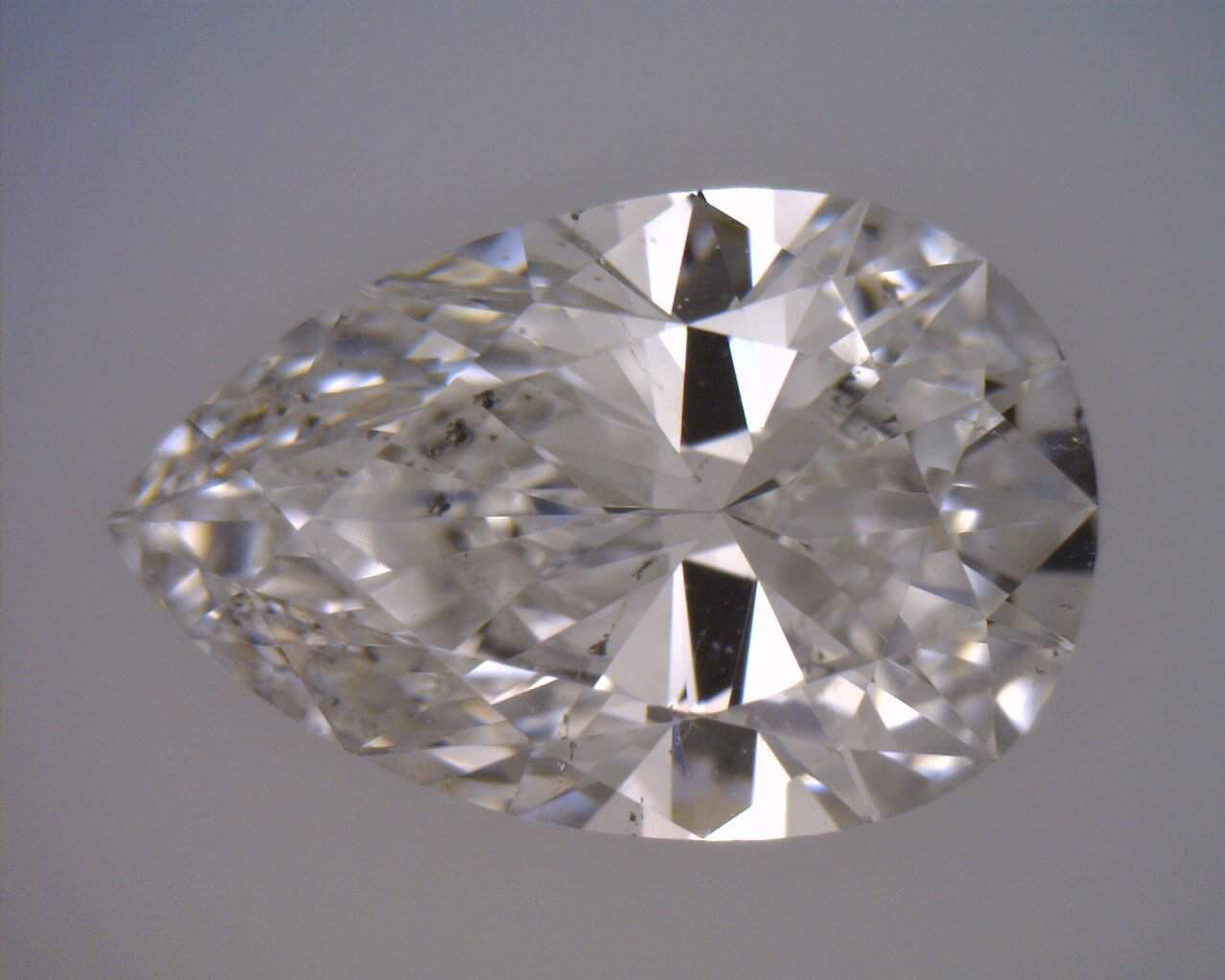 Pear Shape diamond with a Classic bow tie pattern
